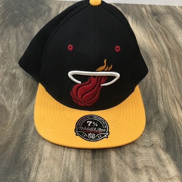 Mitchell & Ness Other - NWT Miami Heat Mitchell & Ness hat size 7 3/4